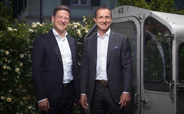Raiffeisenbank und Kantonalbank unterstützen die lokalen Bergbahnen